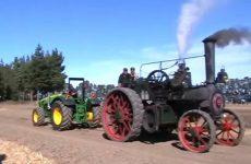 un tracteur contre une machine à locomotion