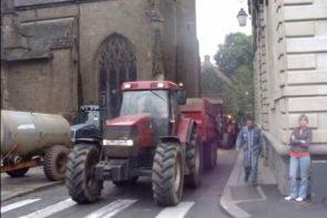 défilé de tracteur au centre ville