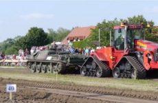 Qui gagne entre un tank et un tracteur Case