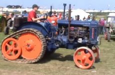 parade de tracteurs vintages