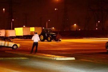 un tracteur sans chauffeur fait des ravages au walmart