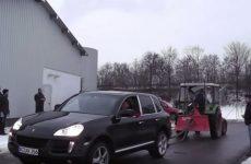 porsche vs tracteur